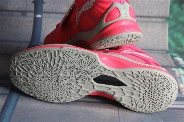 篮球鞋碳板和tpu有什么区别 前者更加高级