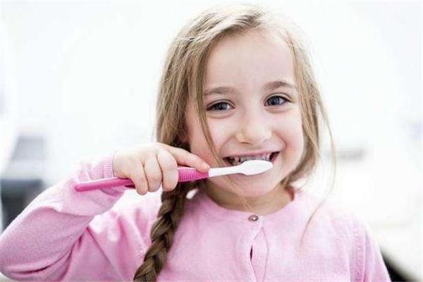 幼儿几岁开始学刷牙比较好