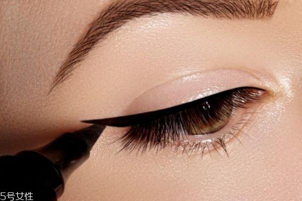 教你画最简单眼线图片
