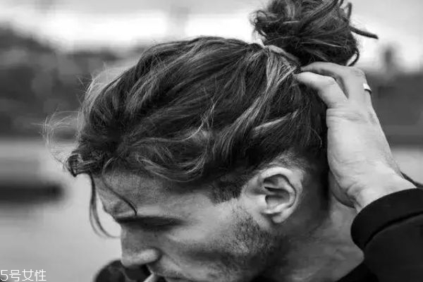 男发展发发型有哪些 男生留长发有几种发型
