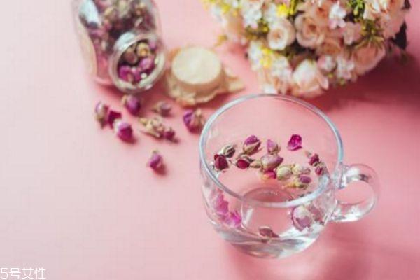 玫瑰水搭配什么喝好 长期喝玫瑰花泡水好吗