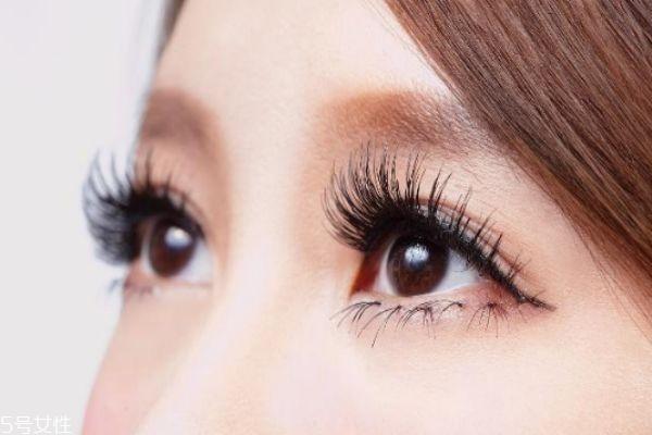 眼睫毛下垂怎么改善 解决睫毛下垂的小妙招