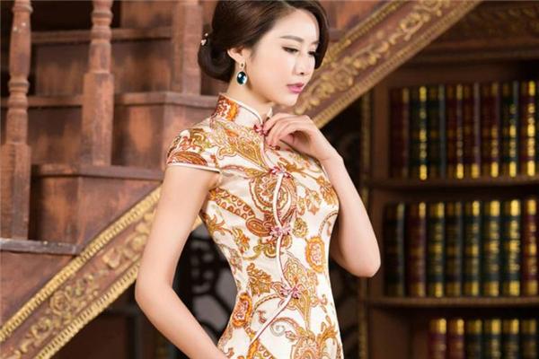 旗袍适合什么年龄段的人穿 成熟女性更适合