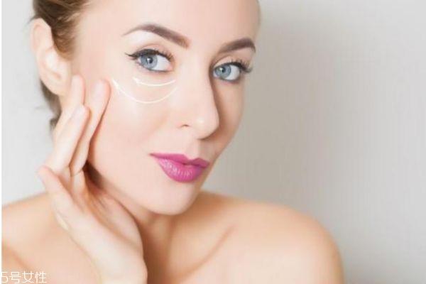 眼部精华液和眼霜有什么不同 眼霜和眼部精华液的区别
