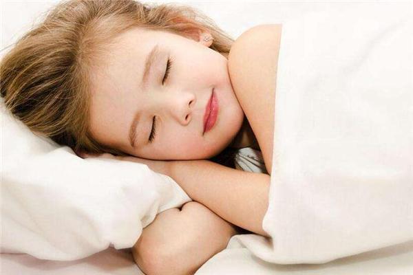 宝宝几岁和爸妈分床睡比较好