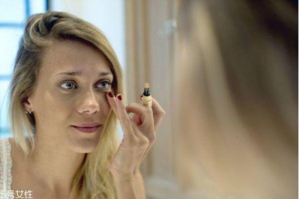 泪沟化妆怎么能遮住视频图片