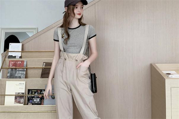 背带裤什么颜色好看 化身软萌少女