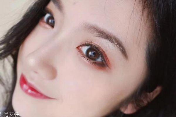 先画眼妆还是先戴美瞳 先戴美瞳还是先化眼妆