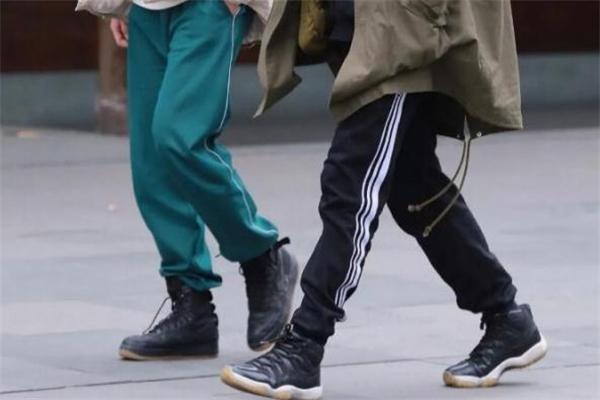 篮球鞋配什么裤子好看 篮球鞋搭配技巧