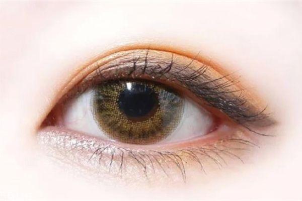 美瞳会不会伤害眼睛 化妆戴美瞳的注意事项