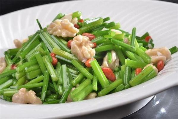 孕妇可以吃韭菜花吗 不能过量食用