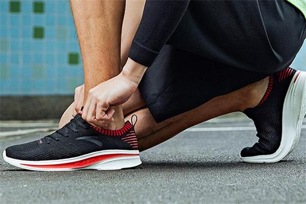 安踏氢跑鞋有多少气泡 安踏氢跑鞋密度