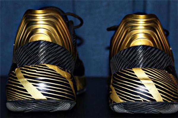 安踏要疯2实战测评 抓地力最强的国产球鞋