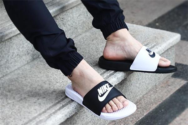 耐克拖鞋沾水发臭怎么办 解决方法是这样