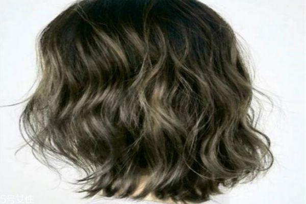 接近黑色的染发颜色 低调但是显气色的发色