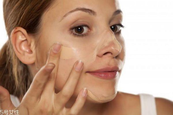 脸上脱妆浮粉怎么补救 脱妆和浮粉的区别