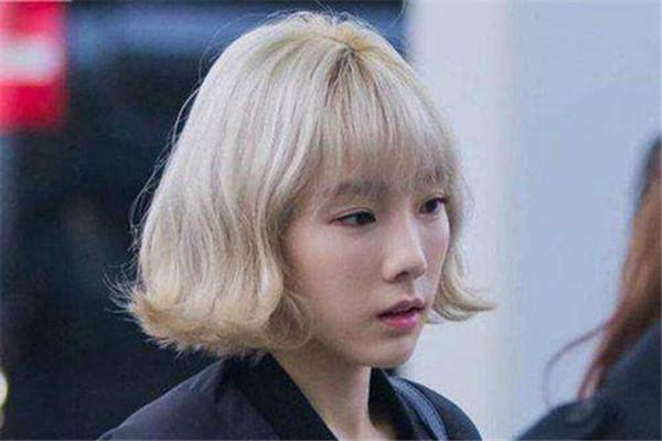 外卷发型怎么吹 蓬松显气质的发型