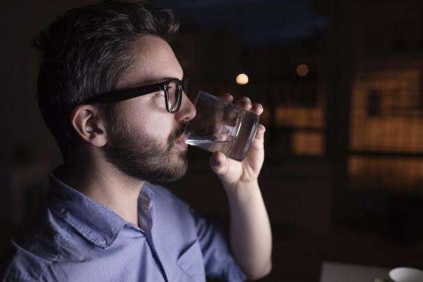 睡觉前喝水好吗 什么时候喝水好