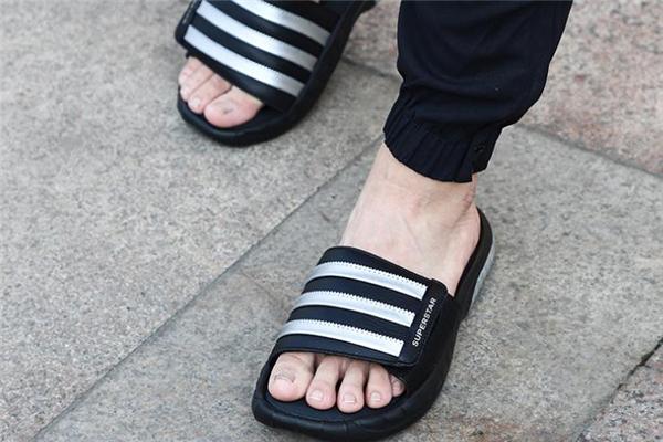 阿迪达斯拖鞋能沾水吗 当心会发臭