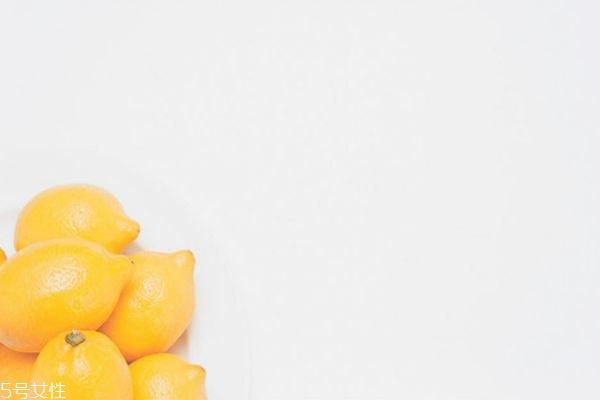 柠檬祛痘 柠檬敷脸可以祛痘吗 柠檬敷脸的注意事项