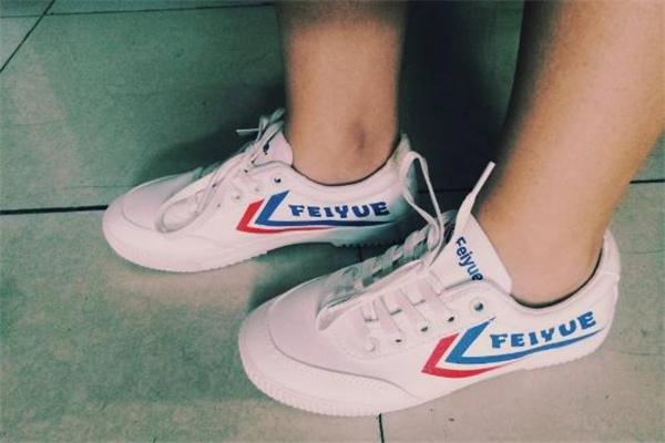 飞跃小白鞋怎么洗不泛黄 小白鞋清洗技巧