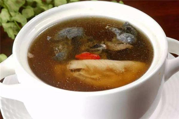 乌鸡花胶汤的做法 家常养生汤食