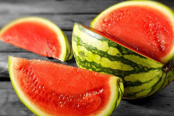 西瓜可以和酸奶一起吃吗 西瓜的作用