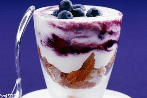 空腹喝酸奶好吗 空腹喝酸奶会怎么样