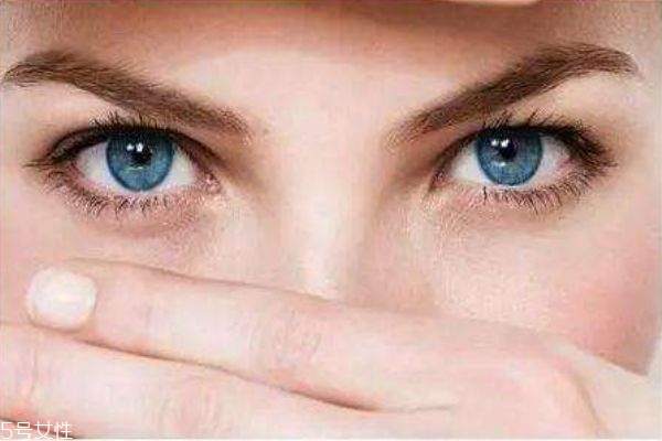 怎么化妆可以遮盖眼袋 眼袋重化妆怎么遮住