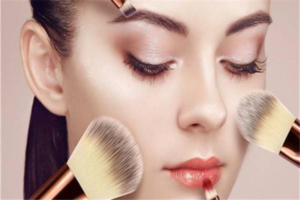 化妆怎么保持一天 方法是这样
