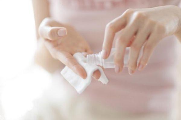 精华和面膜使用顺序 面膜和精华液的使用顺序