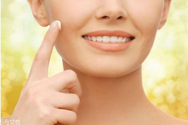 早上洗完脸后的护肤步骤 早上如何正确护肤