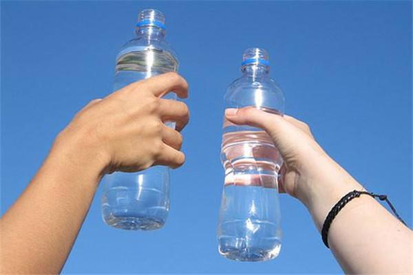 蒸馏水和去离子水的区别 区别是这样