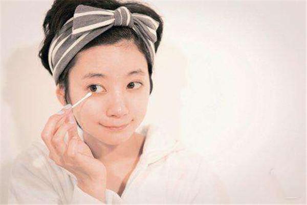 用凉水洗脸对皮肤好吗 凉水洗脸的利弊