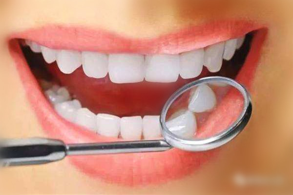 用盐刷牙能美白牙齿吗 用盐刷牙的方法