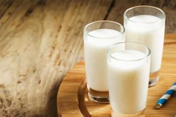 过期牛奶可以浇花吗 过期牛奶可以怎么用