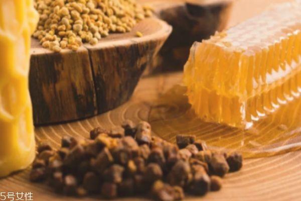 蜂胶的作用与功效 蜂胶可以美容护肤