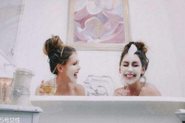洗澡时适合敷面膜吗图片