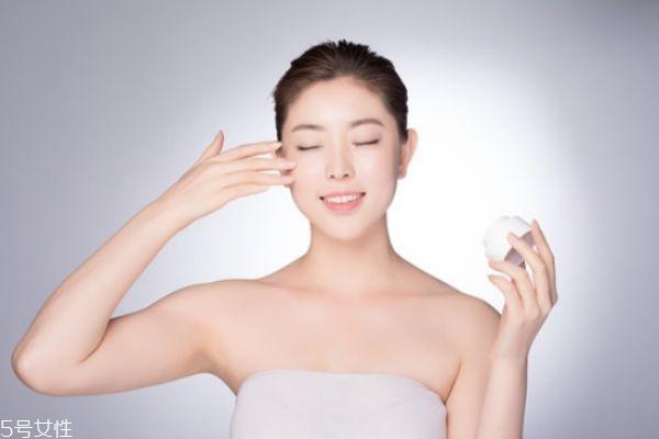 脸部干燥起皮怎么补水 脸部严重缺水怎么补水