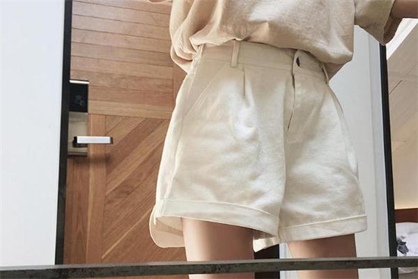大腿粗穿什么短裤显瘦 大腿赘肉轻松隐藏