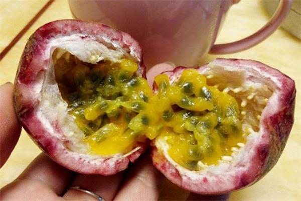 百香果的籽要嚼碎吃吗 百香果的籽直接吞还是嚼碎
