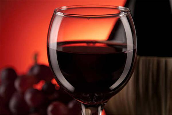喝了红酒能不能喝药 喝了红酒之后要注意什么