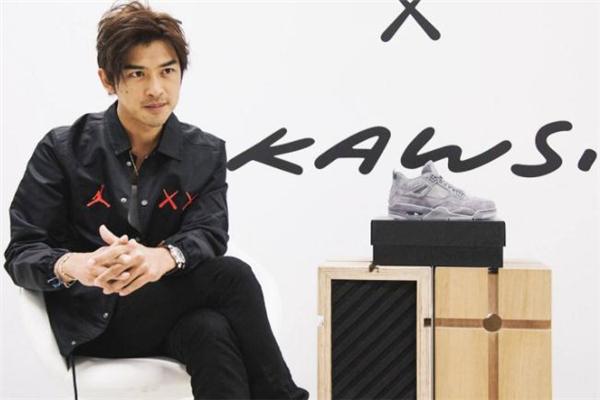 kaws是什么牌子 风靡时尚圈的潮牌