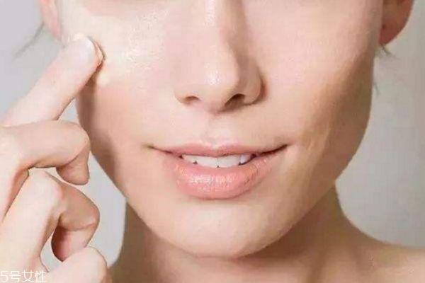 化妆为什么会卡粉 不卡粉小窍门