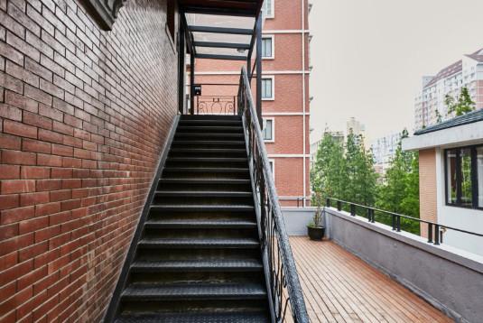 爬山爬楼梯会伤膝盖吗?六招加氨糖软骨素钙片护好膝关节
