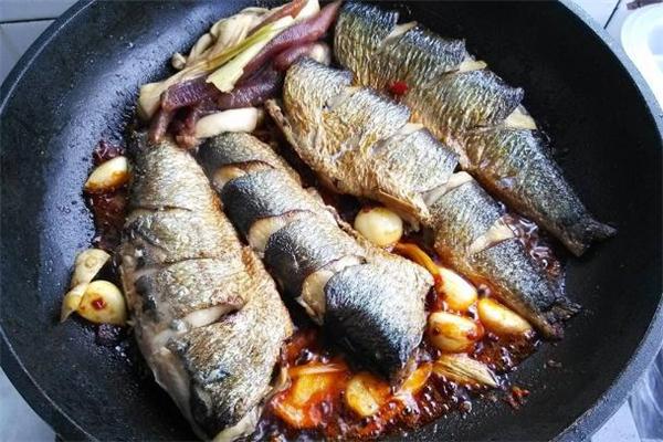 煎青鱼怎么才能不粘锅 煎青鱼的做法