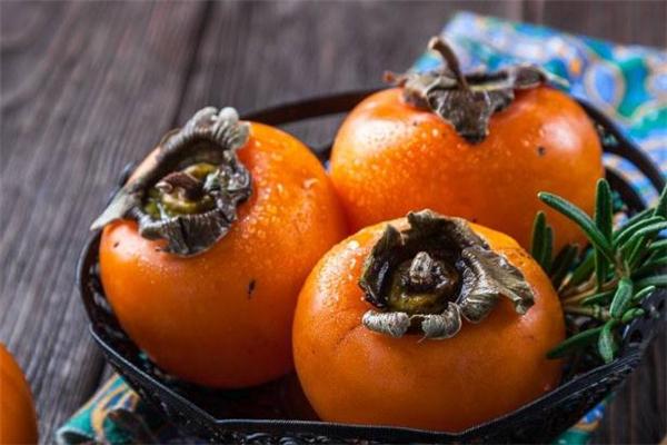 脆柿子里面有黑斑能吃吗 脆柿子里的黑点是什么
