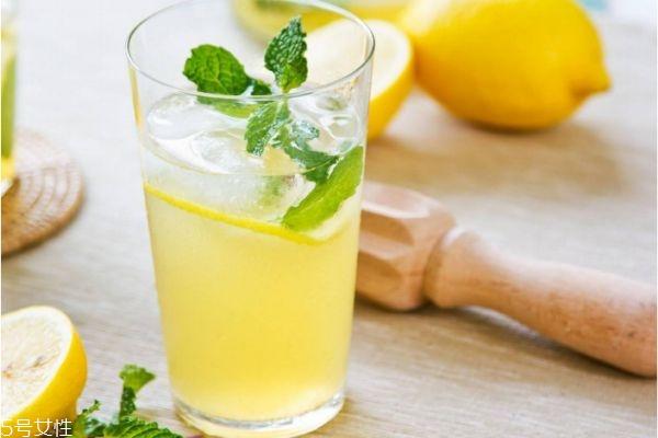 喝柠檬水的好处和坏处 喝柠檬水的禁忌