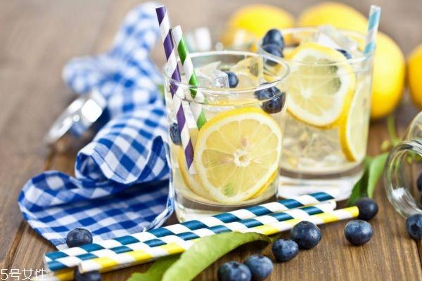 喝柠檬水的坏处是什么 长期喝柠檬水的坏处