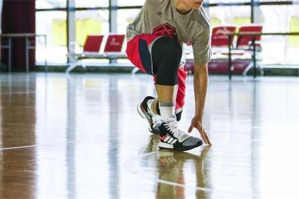 阿迪达斯marquee boost测评 年度最热实战球鞋